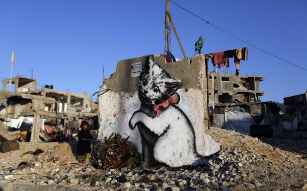 Strefa Gazy. Mural prawdopodobnie wykonany przez Banksy'ego. Fot. AFP