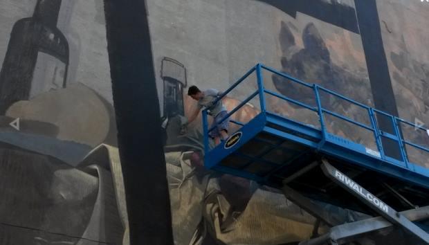 "Tak powstawał mural ""Enjoy the silence"""